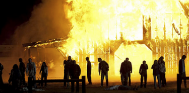 炎上した農場