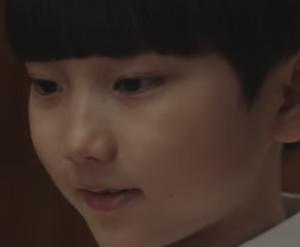 ャン・イジュンを演じる子役キム・ウニュ