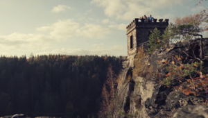 映画『デッドリー・ハンティング』の山の大自然