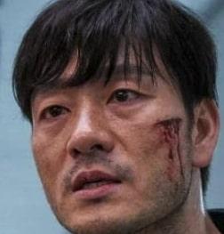 チョ・サンウを演じる俳優パク・ヘス