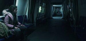 地下鉄にいるアンバー